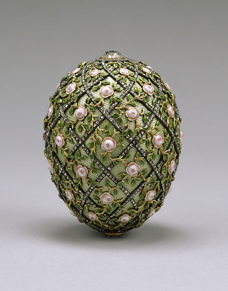 470px-House_of_Fabergé_-_Rose_Trellis_Egg_-_Walters_44501